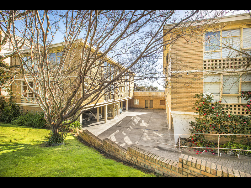 14/621 Toorak Road, VIC 3142, aus