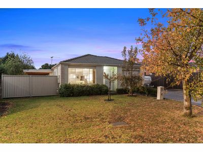 4 Helmsdale Court, Cranbourne West