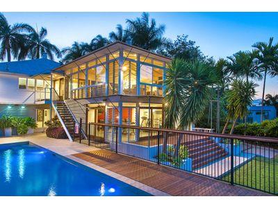 Tropical family haven stunning modern queenslander with - Modern queenslander home designs ...