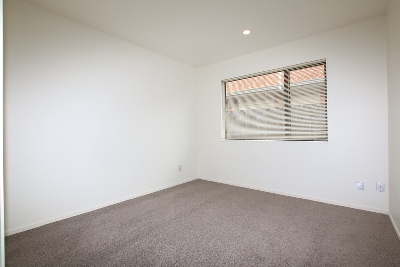 ONE LEVEL, BRICK AND TILE, FREEHOLD SITE!!