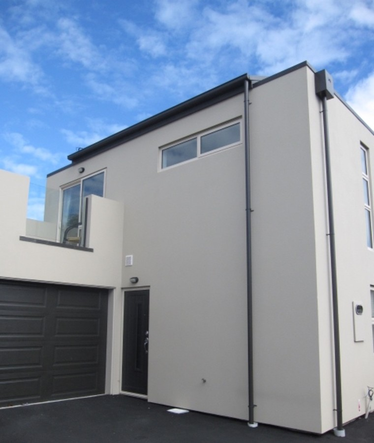 FREEHOLD TOWNHOUSE IN A GREAT LOCATION