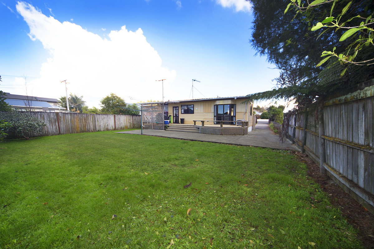 FAMILY HOME, LARGE FLAT FREEHOLD SITE!!