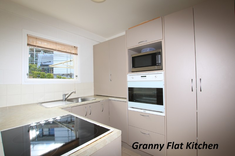 Spacious 'Home and Granny' with Stunning Views