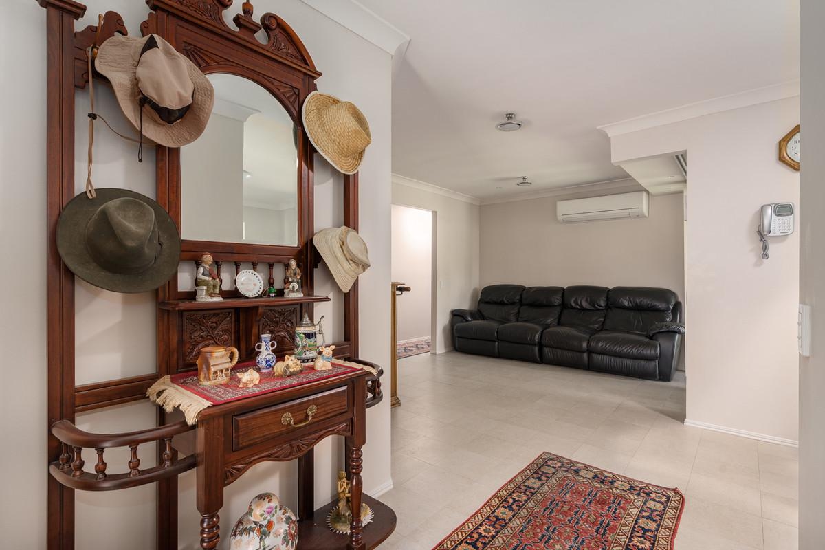 7 Allenby Crescent, Windaroo, Australia 4207, 4 Bedrooms Bedrooms, ,2 BathroomsBathrooms,House,Sold,Allenby Crescent,1071