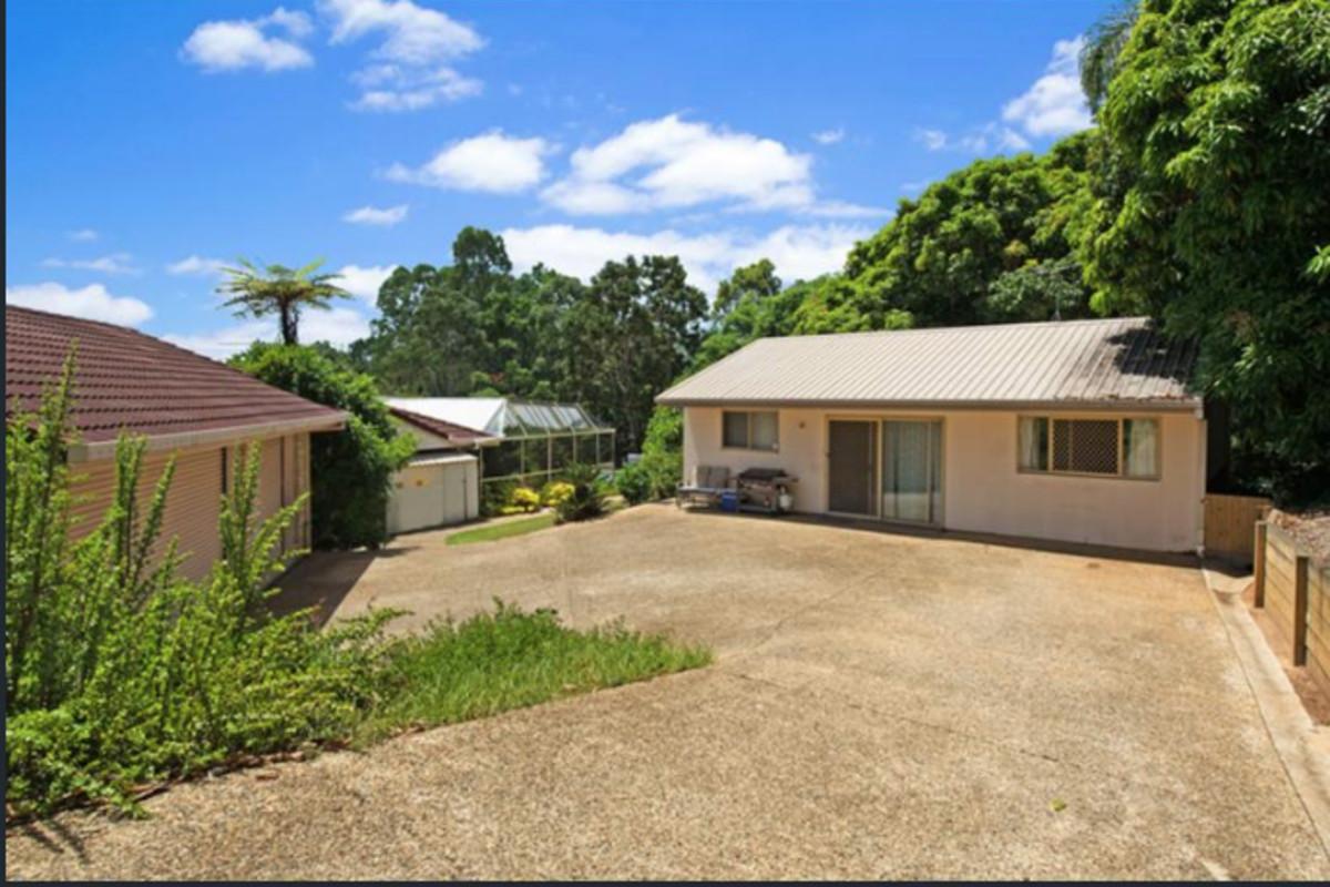 6 Hillview Crescent,Bahrs Scrub,Australia 4207,6 Bedrooms Bedrooms,3 BathroomsBathrooms,House,Hillview Crescent,1073