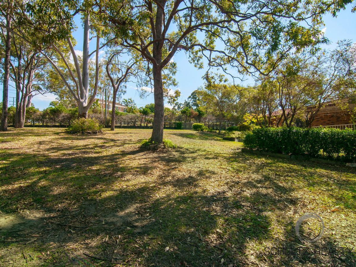19 Winderadeen Drive, Highland Park, Australia 4211, 4 Bedrooms Bedrooms, ,2 BathroomsBathrooms,House,Sold,Winderadeen Drive,1121
