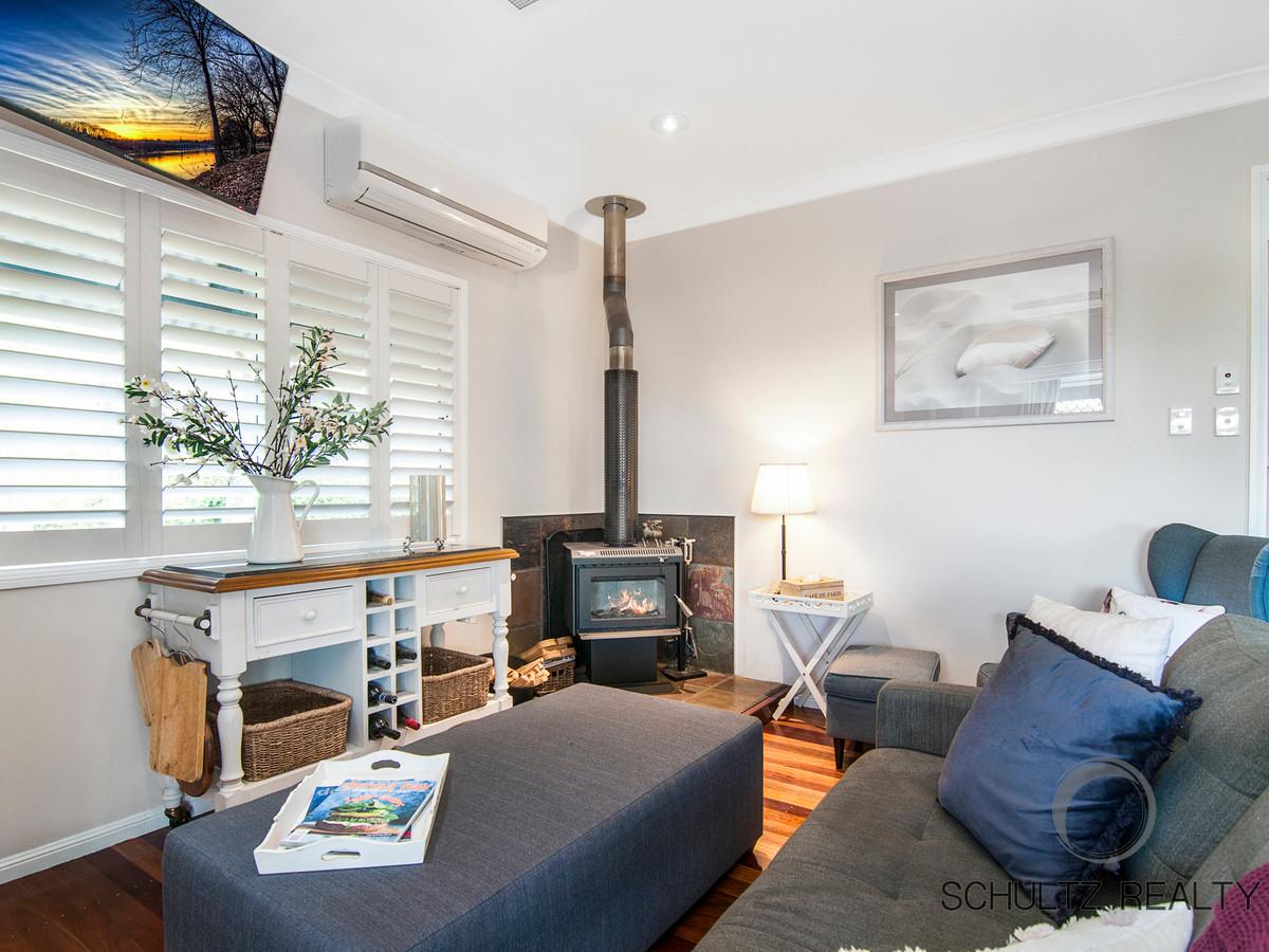13 Rae Court, Mount Warren Park, Australia 4207, 5 Bedrooms Bedrooms, ,3 BathroomsBathrooms,House,For sale,Rae Court,1146