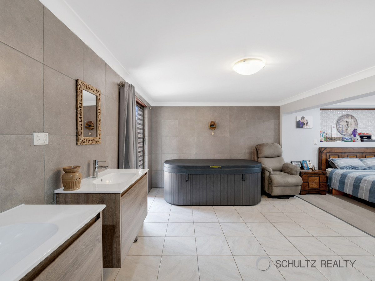 19 Vermont Crescent, Mount Warren Park, Australia 4207, 6 Bedrooms Bedrooms, ,2 BathroomsBathrooms,House,Sold,Vermont Crescent,1197