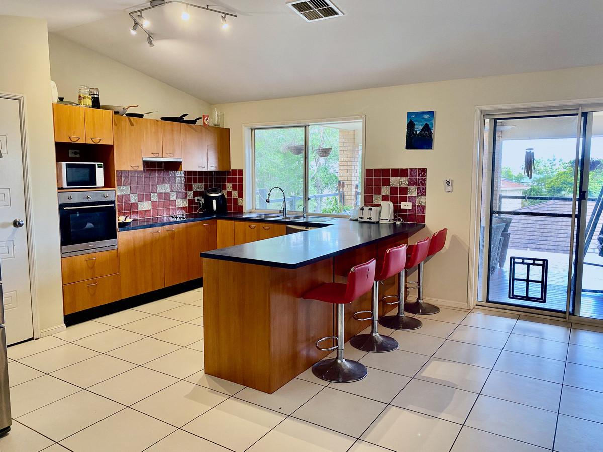 11 Breeze Court, Mount Warren Park, Australia 4207, 5 Bedrooms Bedrooms, ,2 BathroomsBathrooms,House,Sold,Breeze Court,1268