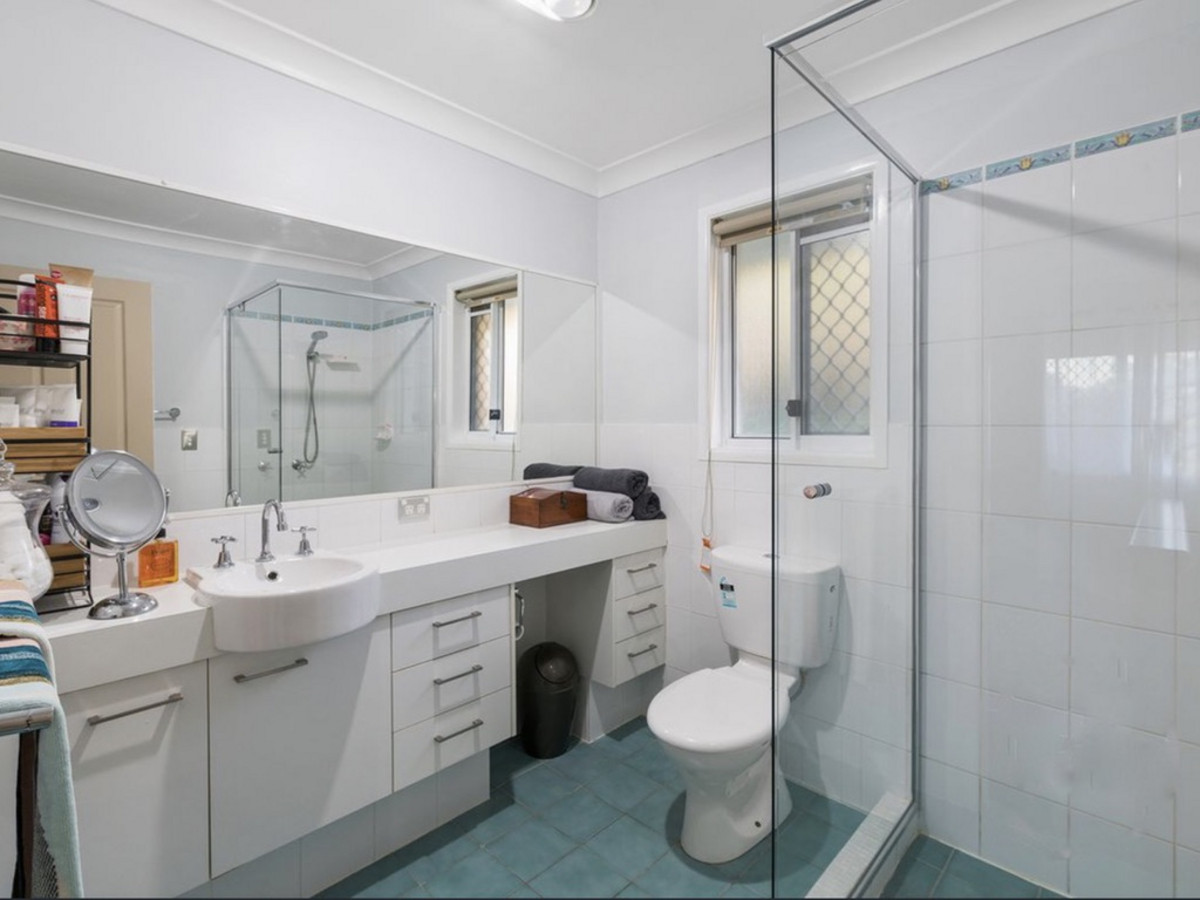 2 Lenna Court, Mount Warren Park, Australia 4207, ,3 BathroomsBathrooms,House,Sold,Lenna Court,1272