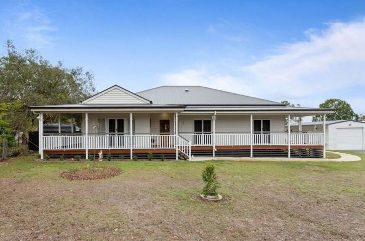 STUNNING QUEENSLANDER IN HEART OF WITHCOTT