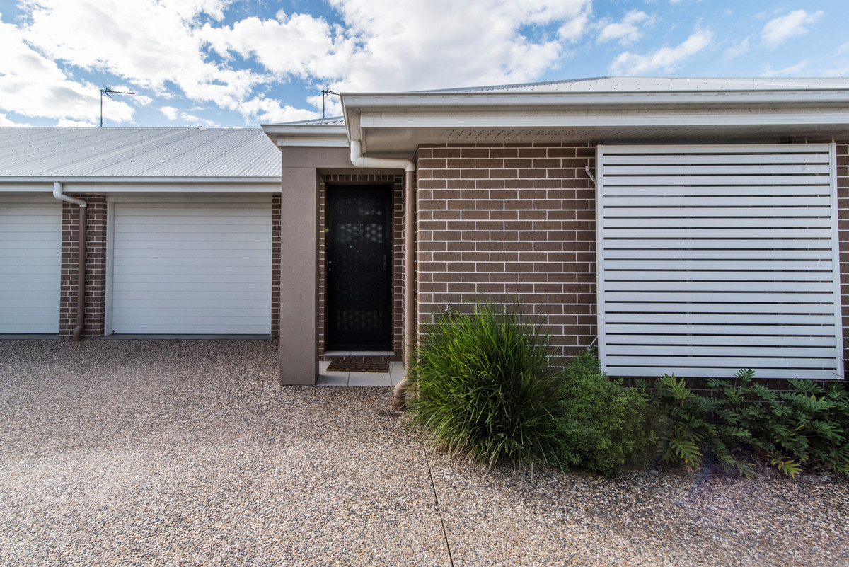 CONTEMPORARY UNIT CLOSE TO TOOWOOMBA CBD