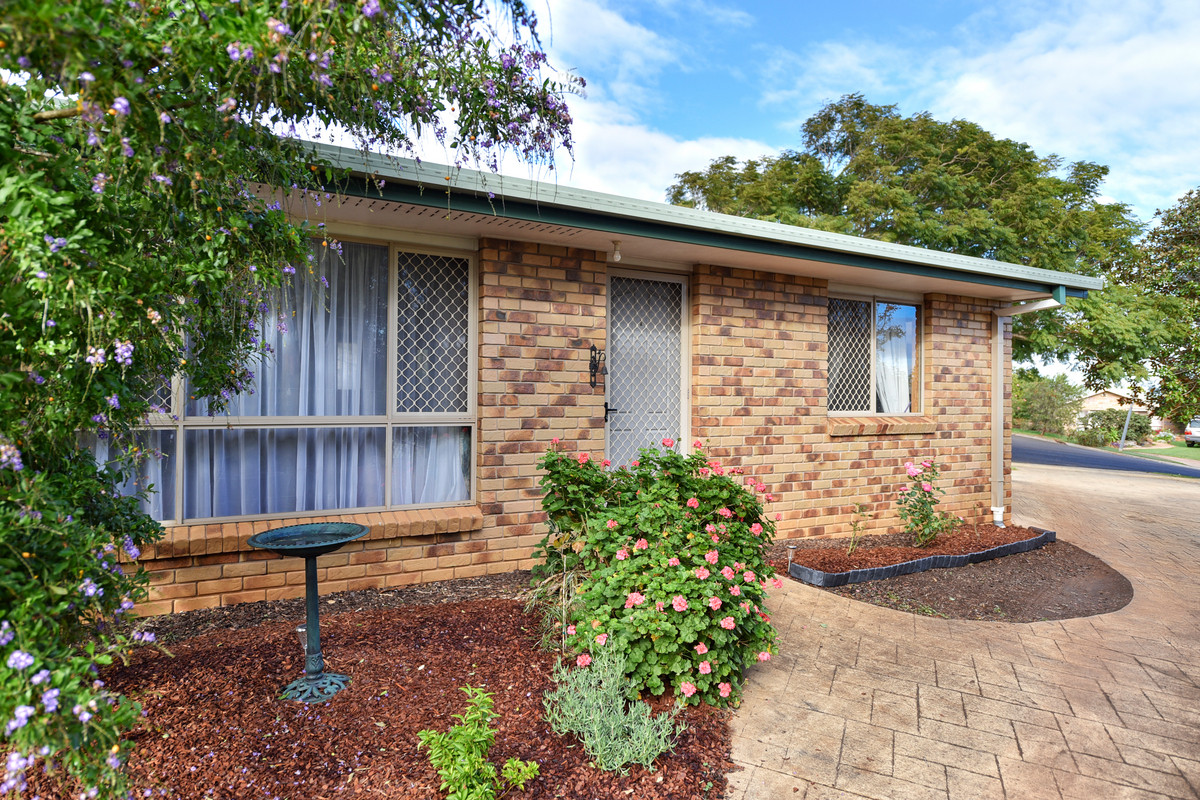 FANTASTIC UNIT IN THE HEART OF DARLING HEIGHTS