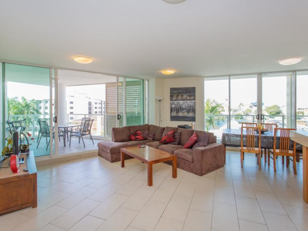 Luxurious Lanai Apartment - Furnished - River, City and views of the hills.