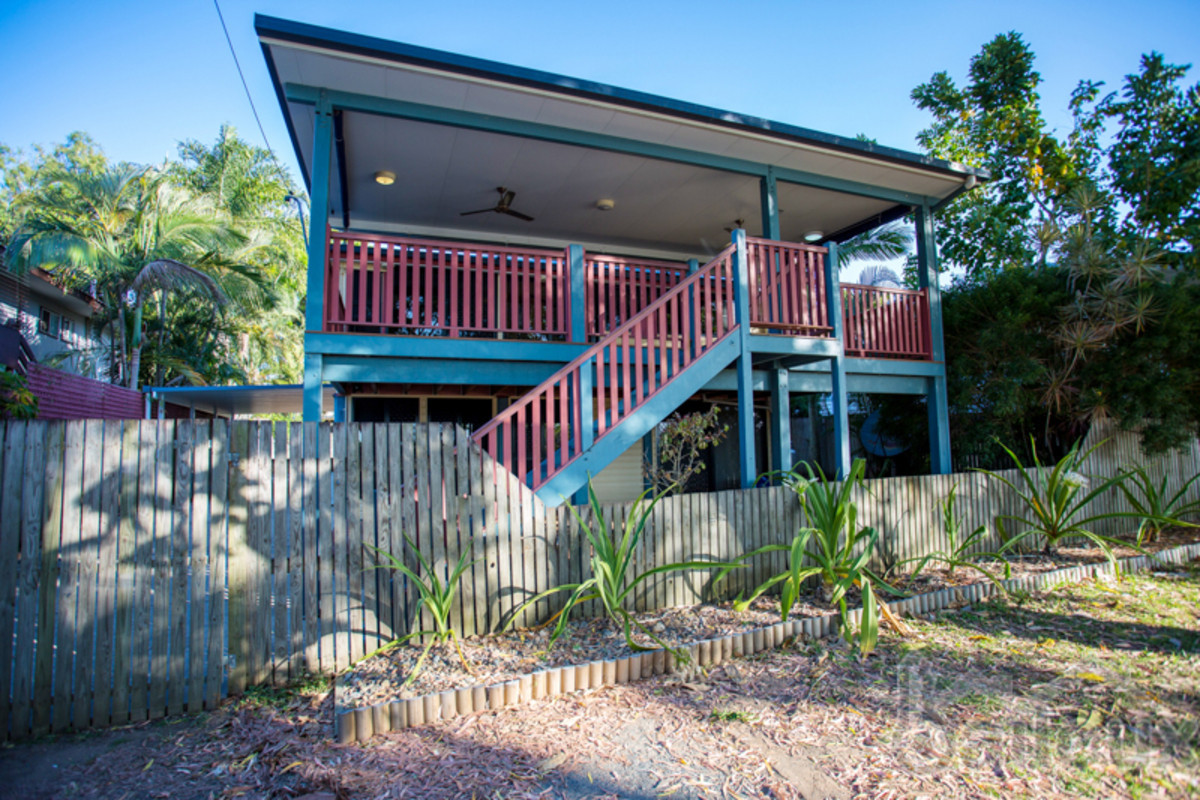 Waterfront high-set home with in-ground pool *BREAK LEASE