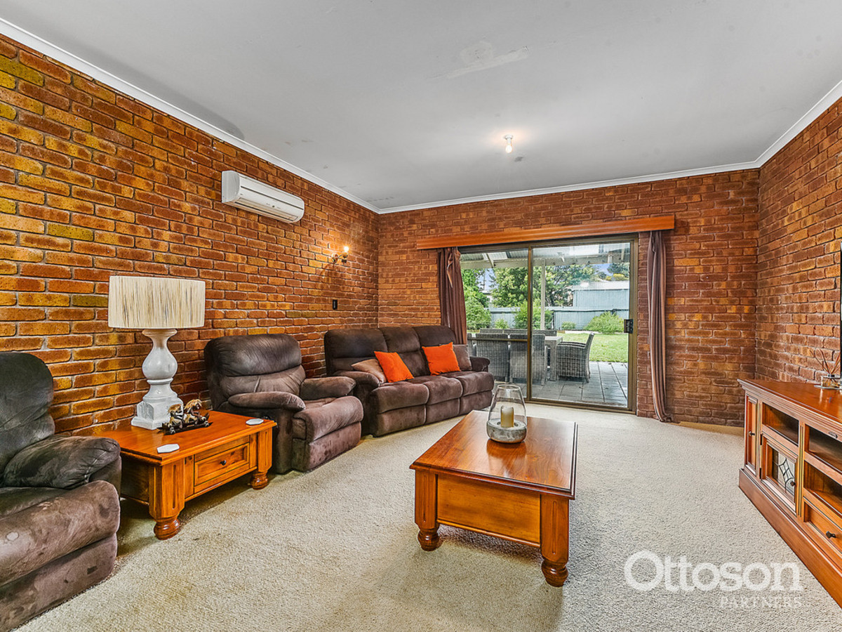 Stunning Kitchen, 2 Living Areas - Priced Reduced - Amazing