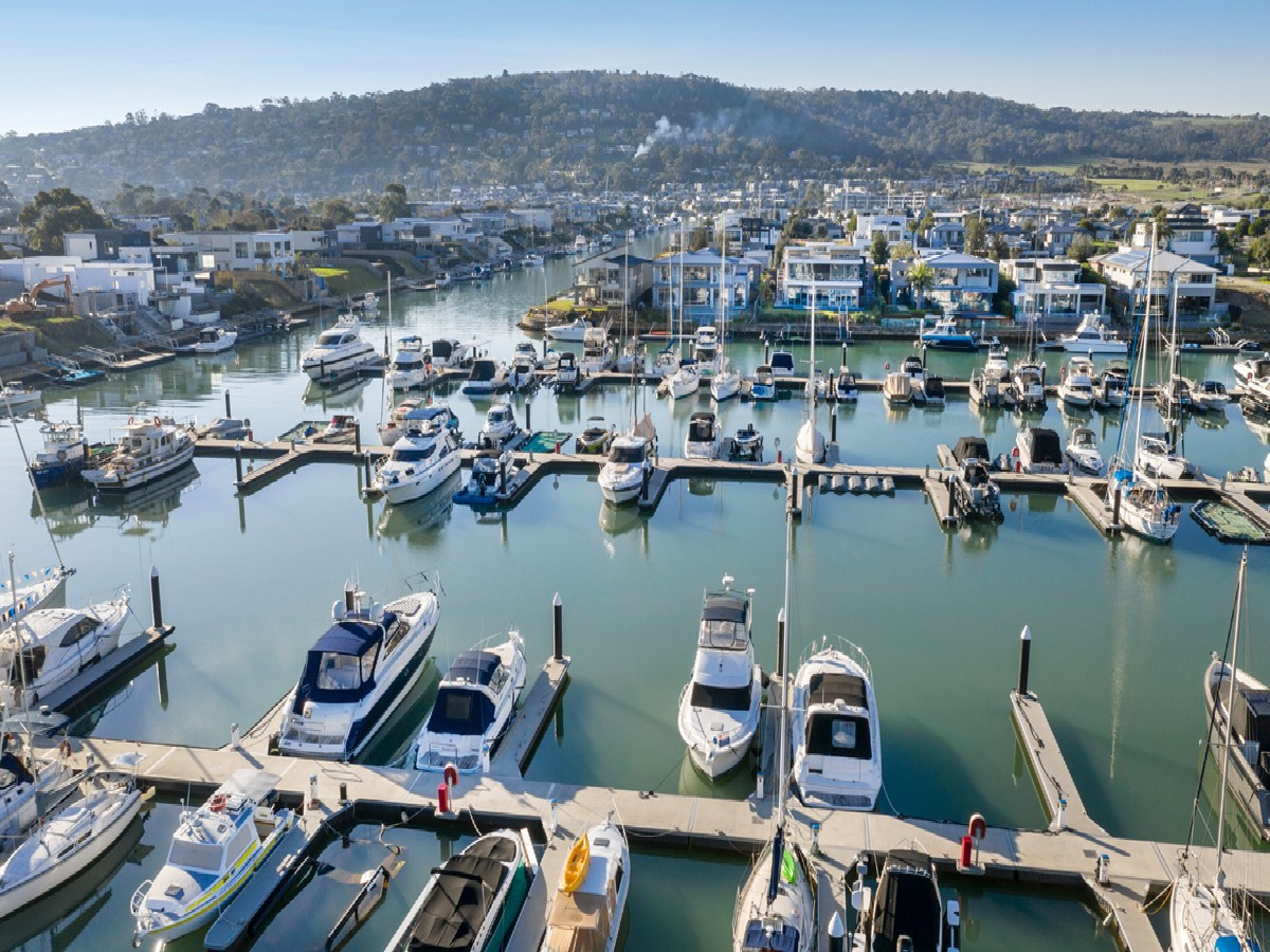 YOUR CHOICE OF MARINA BERTHS | Jacobs & Lowe Estate Agents