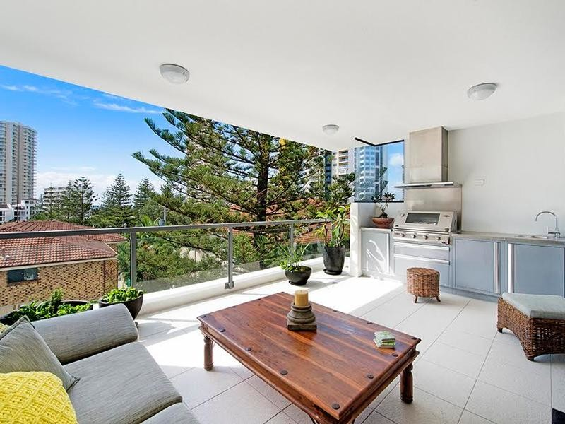 9 / 120 Surf Parade, Broadbeach Qld 4218