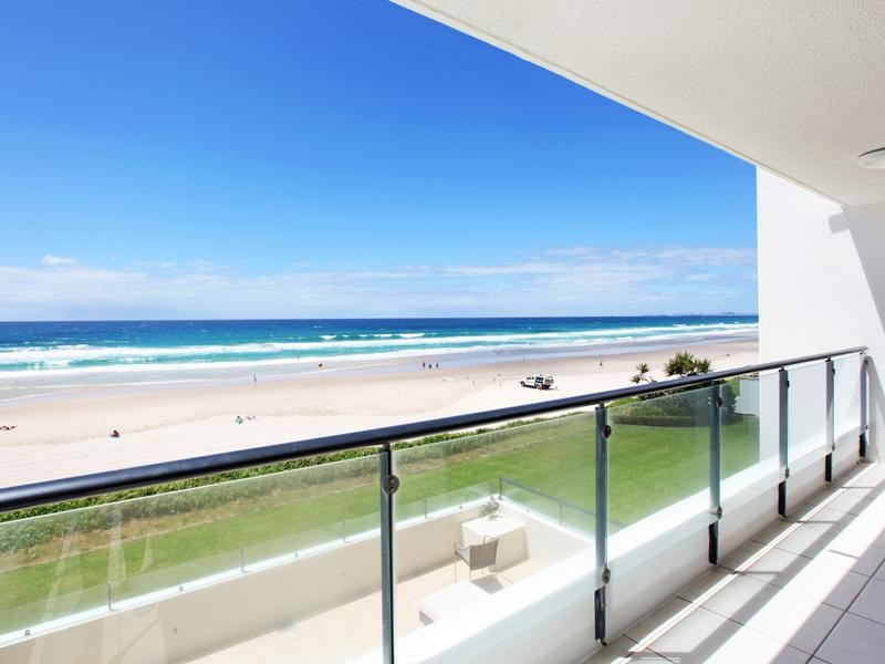 3 / 2 Lavarack Road, Mermaid Beach Qld 4218
