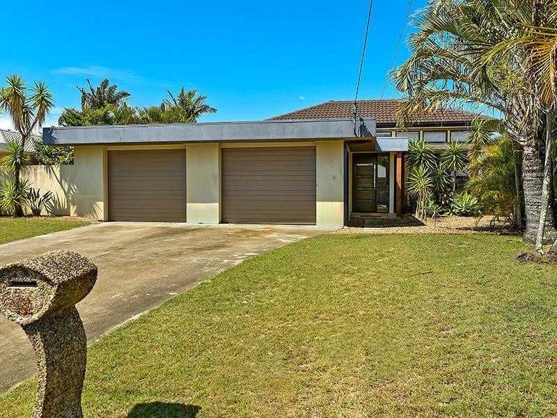 11 Beverley Crescent, Broadbeach Waters Qld 4218