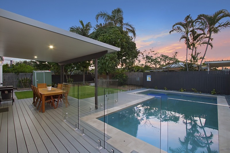 17 Sunshine Boulevard, Broadbeach Waters Qld 4218