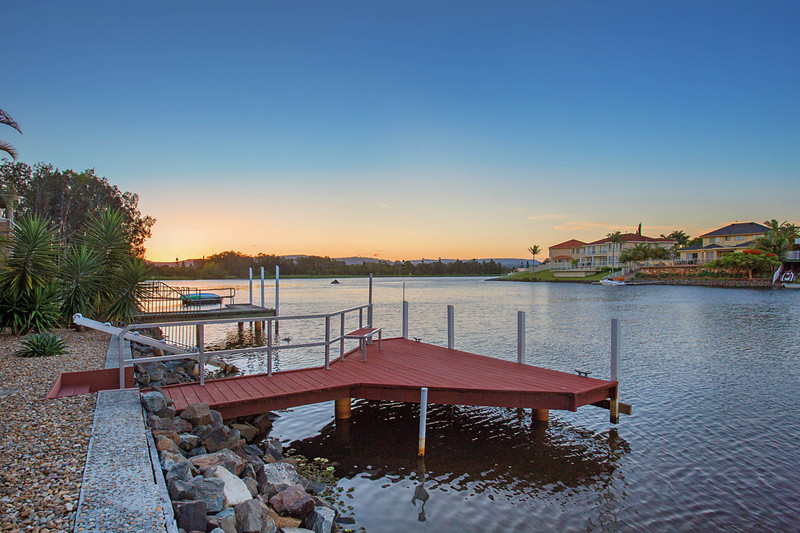1 Sternway Place, Clear Island Waters Qld 4226