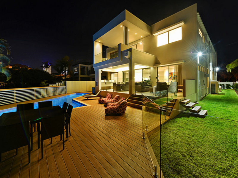 43 T E Peters, Broadbeach Waters Qld 4218