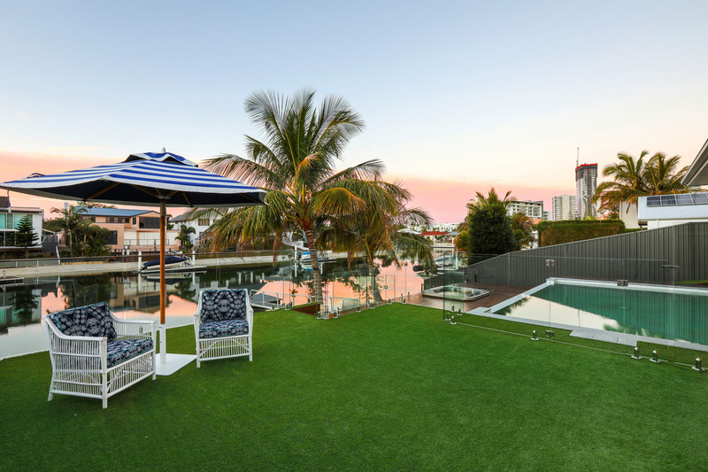 55 T E Peters Drive, Broadbeach Waters Qld 4218