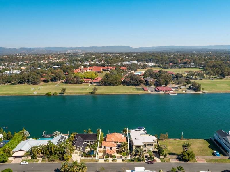 133 Commodore Drive, Paradise Waters Qld 4217