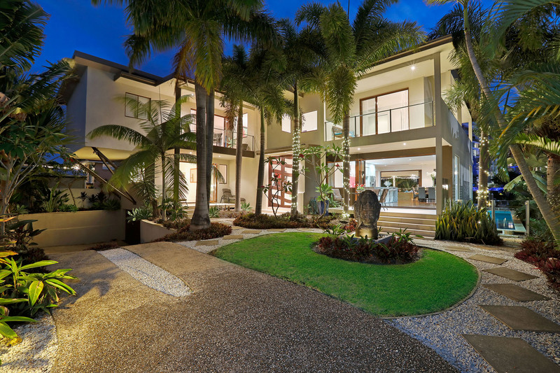 139 Allambi Avenue, Broadbeach Waters Qld 4218