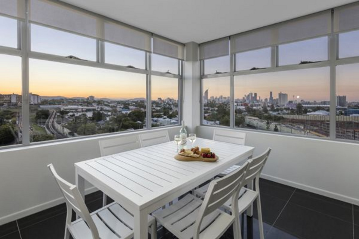 | Fully Furnished 2 Bedroom Apartment - Oaks Brisbane ...