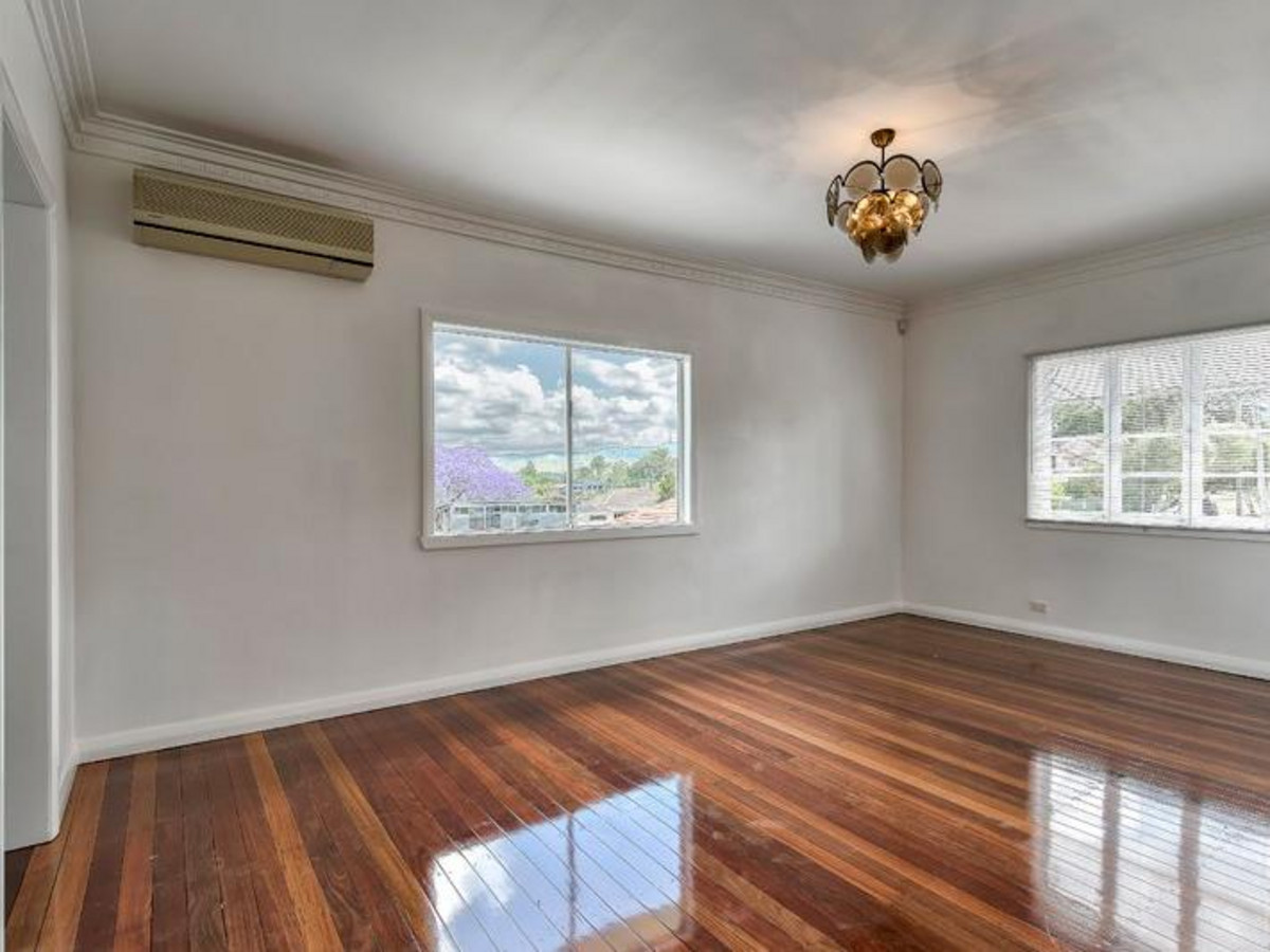 Beautifully Renovated Home Lawn Maint Included
