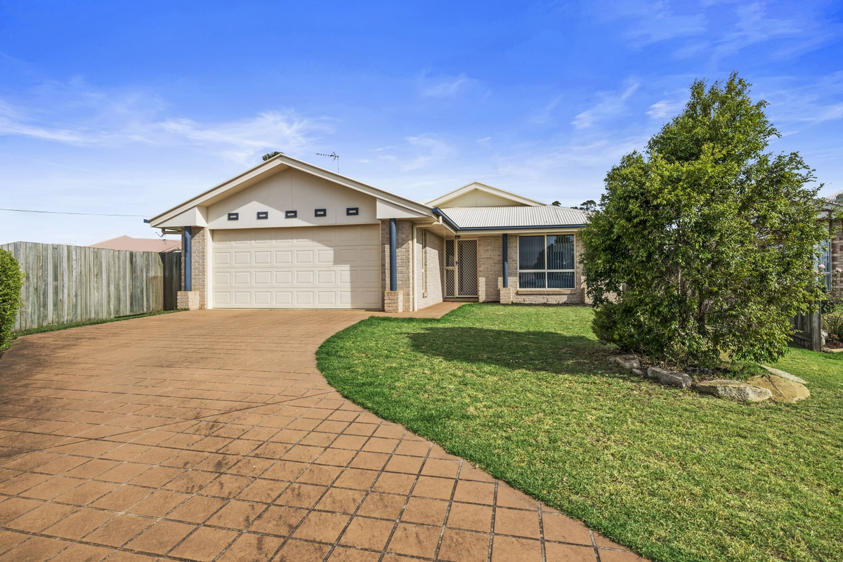 """Poppy"" - Neat & Tidy Brick Home walking distance to Toowoomba Plaza"