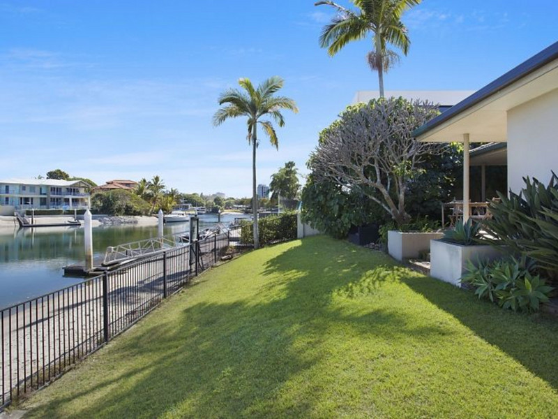 64 The Promenade, Isle Of Capri Qld 4217