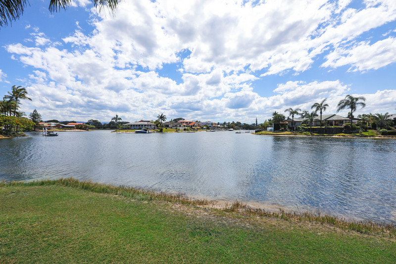 30 Kurrawa Avenue, Mermaid Waters Qld 4218