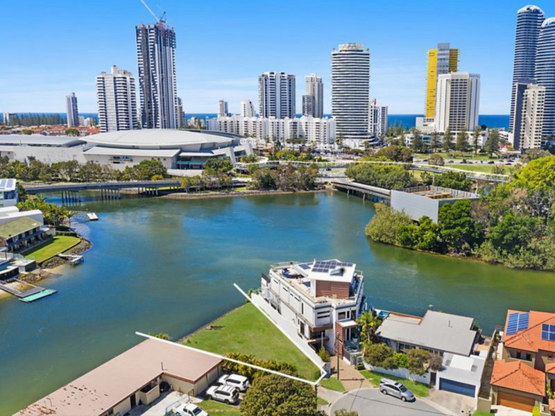 22 Lakeland Key, Broadbeach Waters Qld 4218