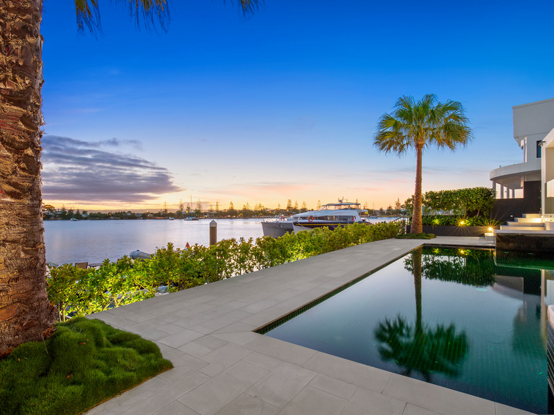 38 Brittanic Crescent, Sovereign Islands Qld 4216