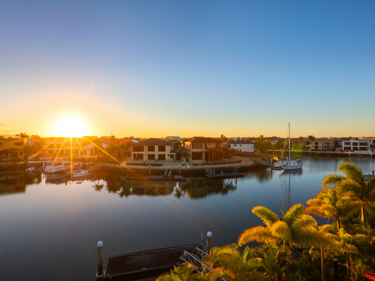 32 The Peninsula, Sovereign Islands Qld 4216