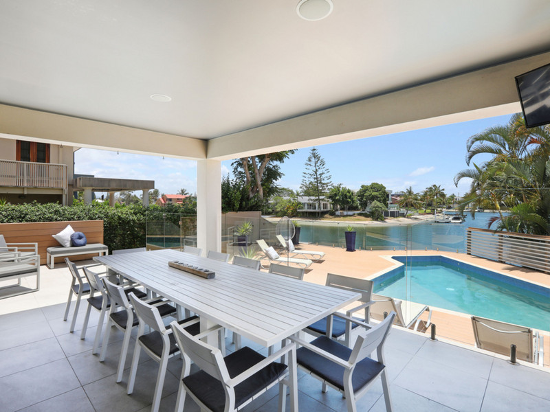43 T E Peters Drive, Broadbeach Waters Qld 4218