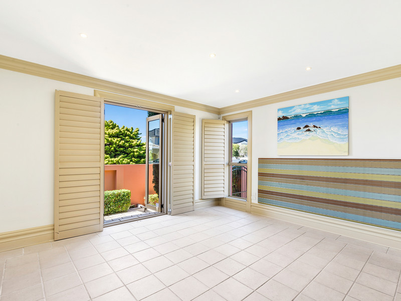 121 / 40 Cotlew Street East, Southport Qld 4215