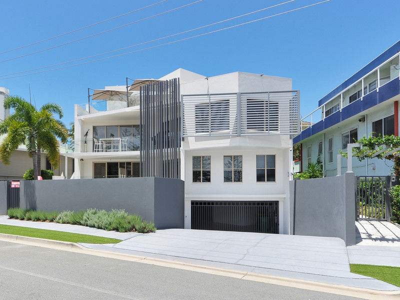25 Rankin Parade, Main Beach Qld 4217