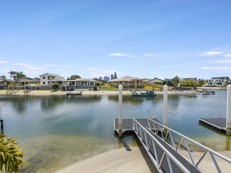 1 / 34 Sundowner Court, Mermaid Waters Qld 4218