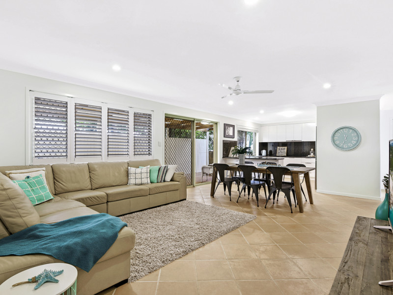 2 / 17 Evandale Crescent, Miami Qld 4220