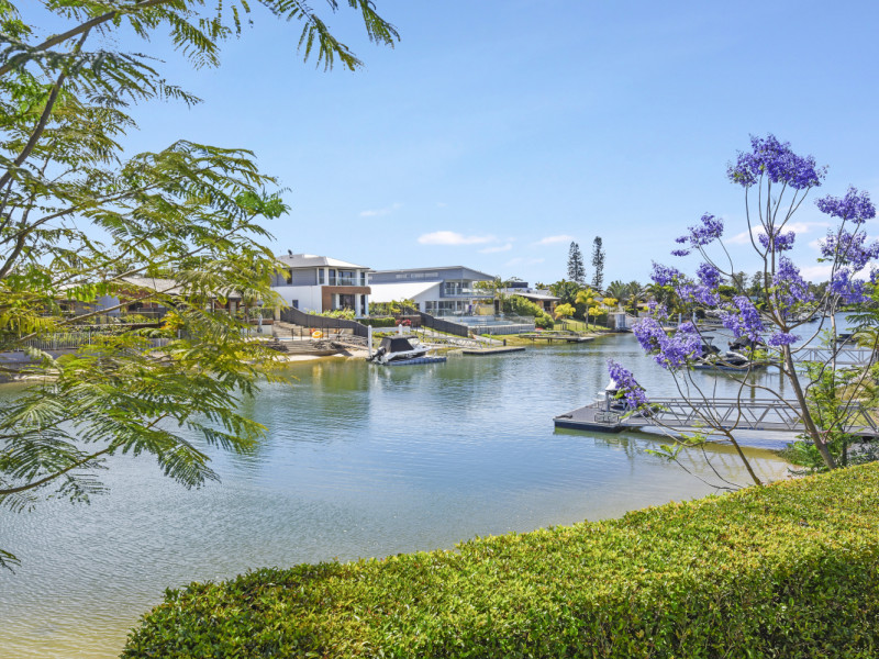 2 Cedar Place, Broadbeach Waters Qld 4218