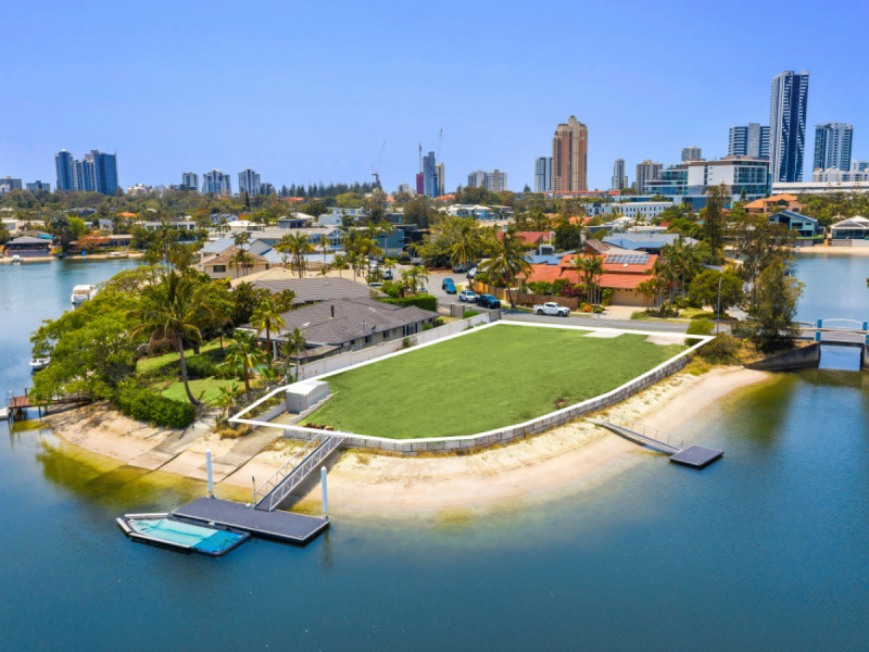 4 Bal Harbour, Broadbeach Waters Qld 4218