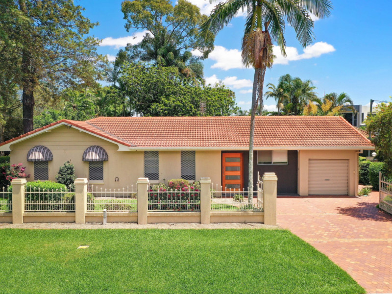 195 Monaco Street, Broadbeach Waters Qld 4218