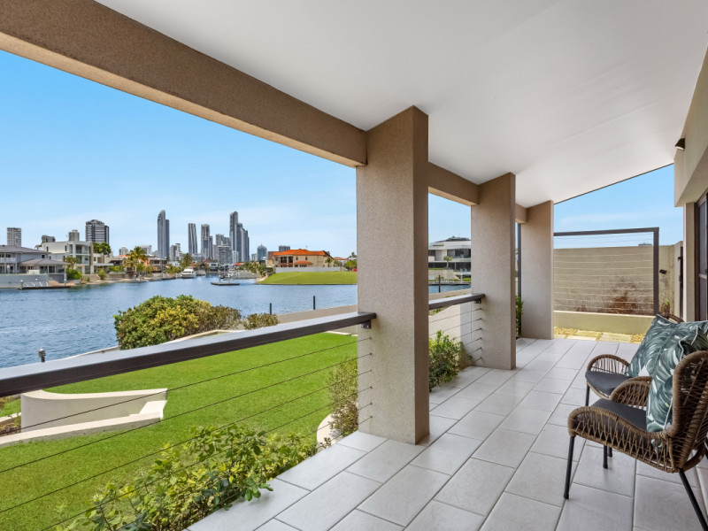 124 Commodore Drive, Paradise Waters Qld 4217
