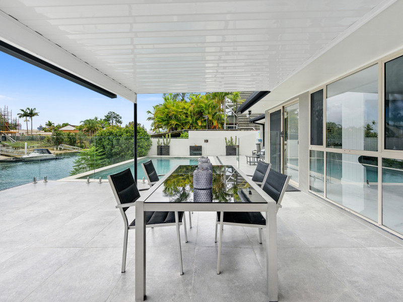 69 Kalimna Drive, Broadbeach Waters Qld 4218
