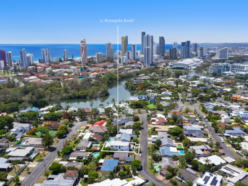 32 Boongala Road, Broadbeach Waters Qld 4218