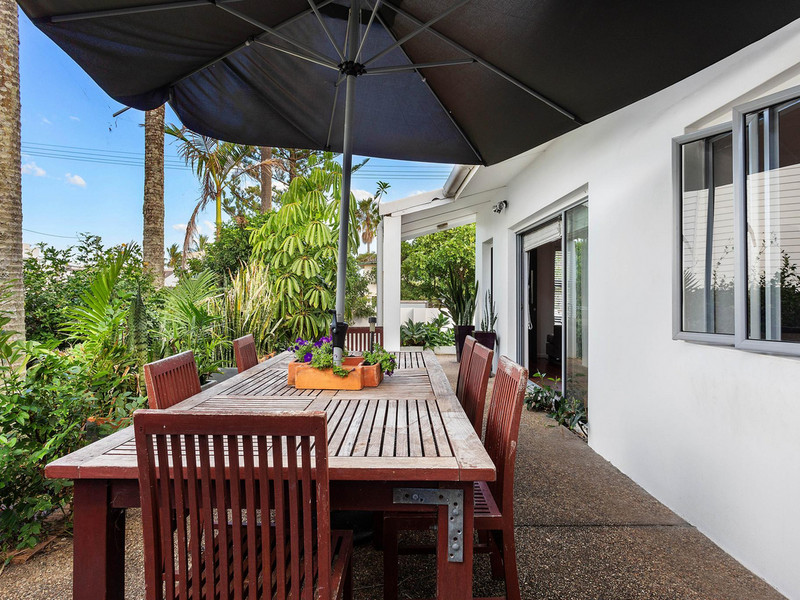 21 Dudley Street, Mermaid Beach Qld 4218